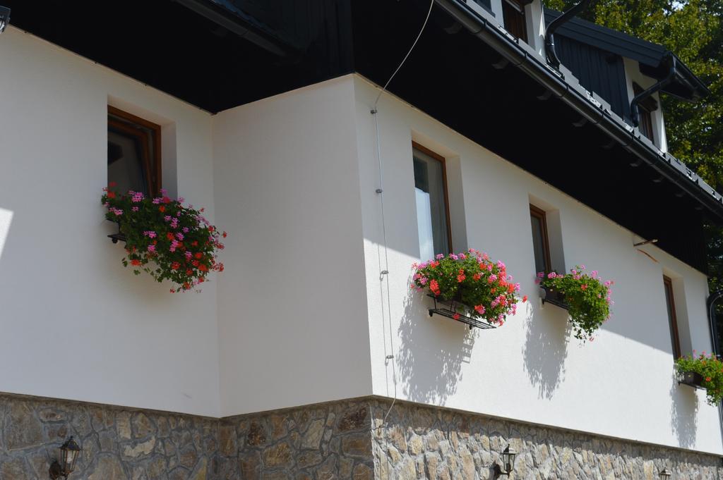 villa verde outside